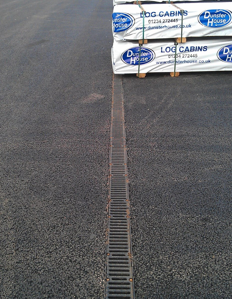 """FILCOTEN pro G NW100 (4"""") with cl. F900 Ductile iron slotted grating"""