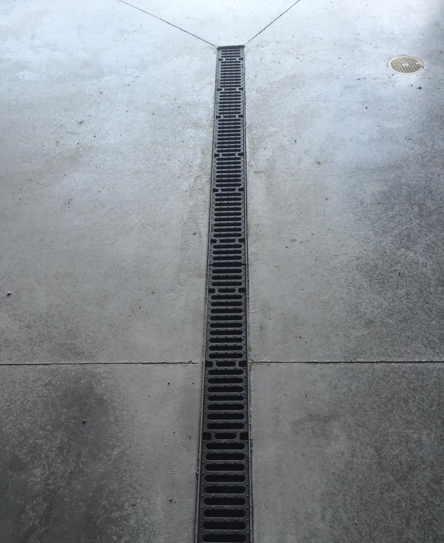 "FILCOTEN pro V NW100 (4"") with cl. E600 Ductile iron slotted grating"